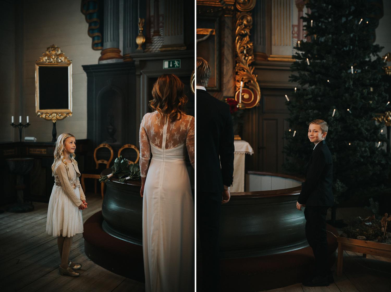 Vinterbröllop Klövsjö kyrka Bröllopsfotograf Yohanna Mårtensson
