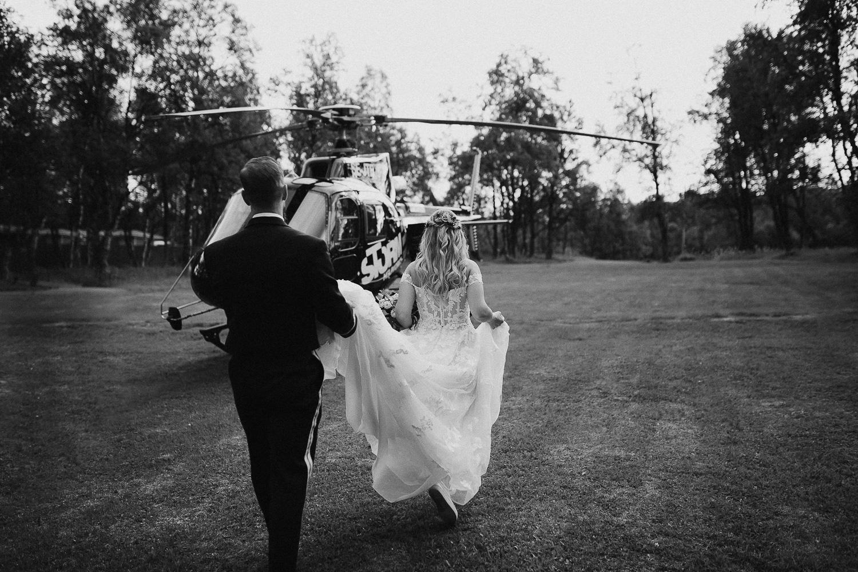 Brudpar går till helikopter, Bruksvallarna Fjällhotell Härjedalen