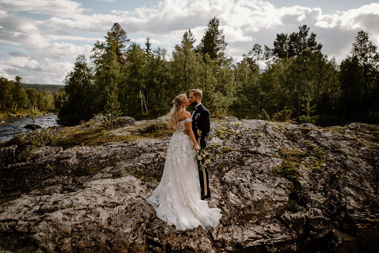 Bröllopsfotografering i fjällmiljö vid Bruksvallarnas Fjällhotell, Ramundberget